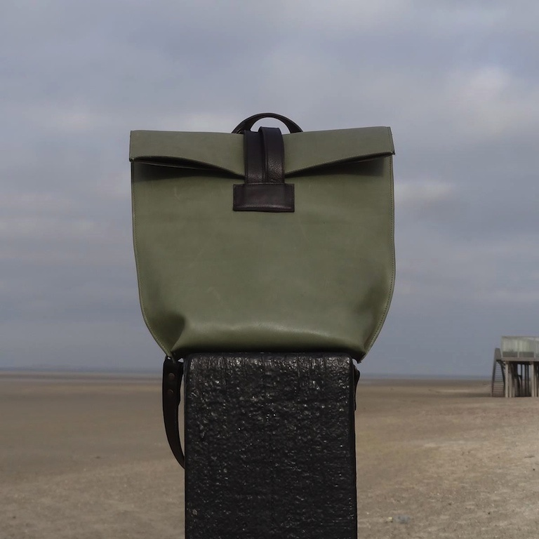 Versatile and minimalist bag